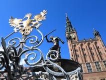 Neptunspringbrunn och stadshus i Gdansk, Polen Royaltyfria Bilder