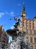 Neptunspringbrunn och stadshus i Gdansk, Polen Arkivbilder