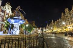 Neptunspringbrunnen på Gdansk den huvudsakliga gatan kallade Dluga Arkivbilder