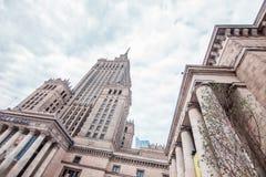 Ner bästa sikt av slotten av kultur och vetenskap i Warszawa, Polen Arkivbilder