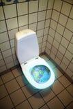 ner toalettvärld Royaltyfri Foto