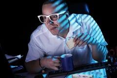 Nerd och dator fotografering för bildbyråer
