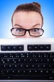 Nerdaffärsman med datortangentbordet Royaltyfria Bilder