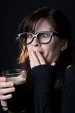 nerdy dricka flicka för öl Arkivbilder