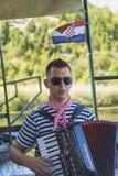 NERETVA,克罗地亚, 2017年9月30日:与游人o的小船徒步旅行队 免版税图库摄影