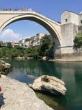 Neretva viejo de la ciudad de Mostar Bosnia foto de archivo