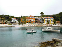 Nerezine kusthamn och lyxigt hotell, Kroatien Royaltyfria Foton