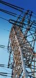 Énergie électrique de transfert sur la distance Photographie stock libre de droits