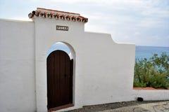 Nerja Andalusia ser den charmiga dörren och Royaltyfri Foto