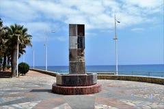 Nerja-Andalusia-Spanien monument på promenad Royaltyfria Bilder