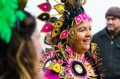 NERJA, ESPANHA - 11 de fevereiro de 2018 pessoa nos trajes que comemora Foto de Stock