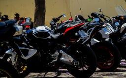 NERJA, SPAGNA - 10 giugno 2018 raduno del motociclo nel Anda famoso fotografie stock