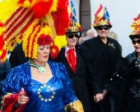 NERJA, SPANJE - FEBRUARI 11, 2018People in kostuums het vieren stock foto