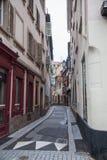 Nerrow tyst gata i Strasbourg, Frankrike Arkivbild