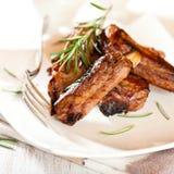 Nervature di porco con rosmarino Immagini Stock
