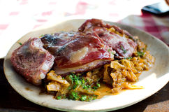 Nervature di porco e cavolo marinato - ricetta rumena Fotografie Stock Libere da Diritti