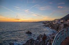 Nervi海村庄的看法在热那亚,利古里亚海岸,意大利,日落的 免版税库存图片