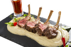 Nervures d'agneau cuites sur le gril Photos stock