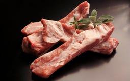 Nervures de porc crues - viande crue images libres de droits