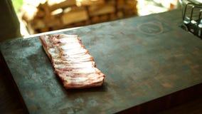 Nervures de porc crues - viande crue Frais, d'isolement image libre de droits