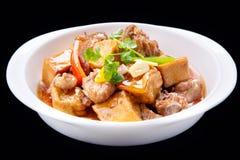 Nervures de porc cuites de caillette de haricots, cuisine traditionnelle chinoise d'isolement Image stock