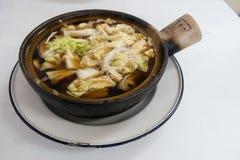 Nervures de porc en épices et soupe de fines herbes Photo stock