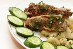 Nervures de porc frites avec des pommes de terre Photo libre de droits