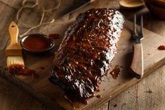Nervures de porc fumées faites maison de barbecue Photographie stock libre de droits