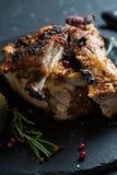 Nervures de porc grillées avec Rosemary photo stock