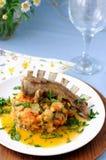 Nervures rôties d'agneau avec les légumes cuits Photographie stock libre de droits
