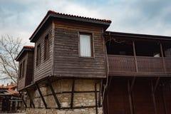 NESEBAR BUŁGARIA, Luty, - 05, 2017: Bułgarscy domy w miasteczku Nesebar W 1956 Nesebar oznajmiał jako muzealny miasto, a Zdjęcie Royalty Free