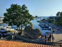 Nesebar-Stadt, Bulgarien-Ansicht über eine kleine Bucht lizenzfreies stockbild