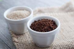 Ness kaffepulver och farin Arkivfoton