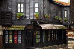 Nessebar,保加利亚, 2014年6月12日:Nessebar老镇的木房子  免版税库存照片