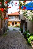 Nessebar, Bułgaria, antyczny uliczny Europe, turyści na pięknych ulicach Neseba fotografia stock
