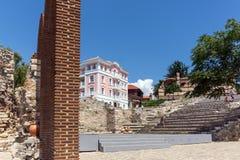 NESSEBAR, BULGARIA - 30 LUGLIO 2014: Teatro antico in vecchia città di Nessebar, Bulgaria Immagine Stock
