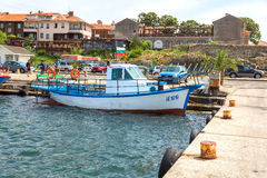 Nessebar, Bulgarien, Juni, 10,2013 Bunte Fischerboote an Lizenzfreie Stockfotos