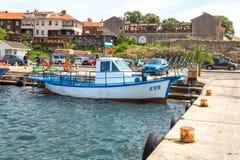 Nessebar Bulgarien, Juni, 10,2013 Färgglade fiskebåtar på Royaltyfria Foton