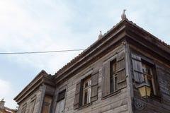 NESSEBAR BULGARIEN, JUNY 20, 2016: för Nessebar för arkitektoniska lösningar byggnader gamla stad Bostads- fjärdedel Arkivfoto