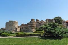 NESSEBAR, BULGARIJE - 30 JULI 2014: Oude ruïnes in de stad van Nessebar, Bulgarije Stock Fotografie