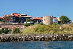 Nessebar forntida stenklockatorn på kust Royaltyfri Bild