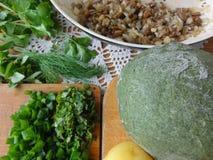 Nesselravioli mit grünem Teig der Pilze kochte von der Nessel Lizenzfreie Stockfotografie