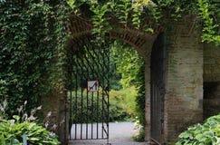 Nessun cani conceduti giardino nascosto Fotografie Stock