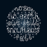 Nessun cielo, nessuna terra, ma ancora fiocchi di neve cade Fondo di citazione Citazione ispiratrice Immagine Stock Libera da Diritti
