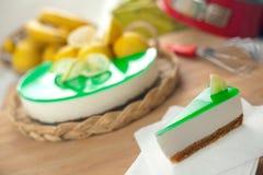 Nessun cuocia Ricotta & la torta di formaggio del limone Immagine Stock Libera da Diritti