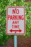 Nessun di parcheggio segno in qualunque momento Fotografia Stock Libera da Diritti