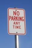 Nessun di parcheggio segno in qualunque momento Immagini Stock