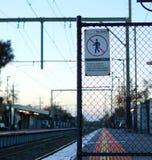 Nessun'entrata firma dentro una stazione ferroviaria fotografia stock