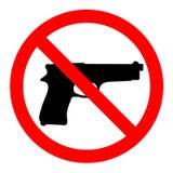 Nessun pistole, nessun armi, segno di proibizione su fondo bianco immagini stock
