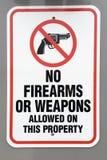 Nessun segnale di pericolo delle armi o delle armi da fuoco Fotografie Stock Libere da Diritti